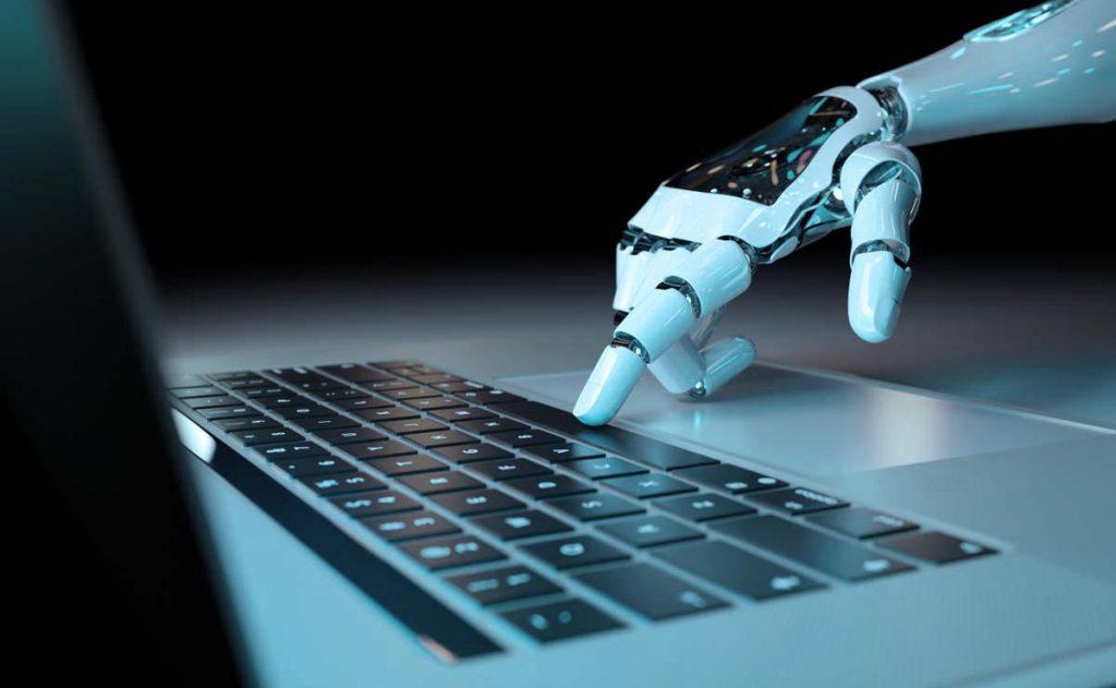 ordenador y robot